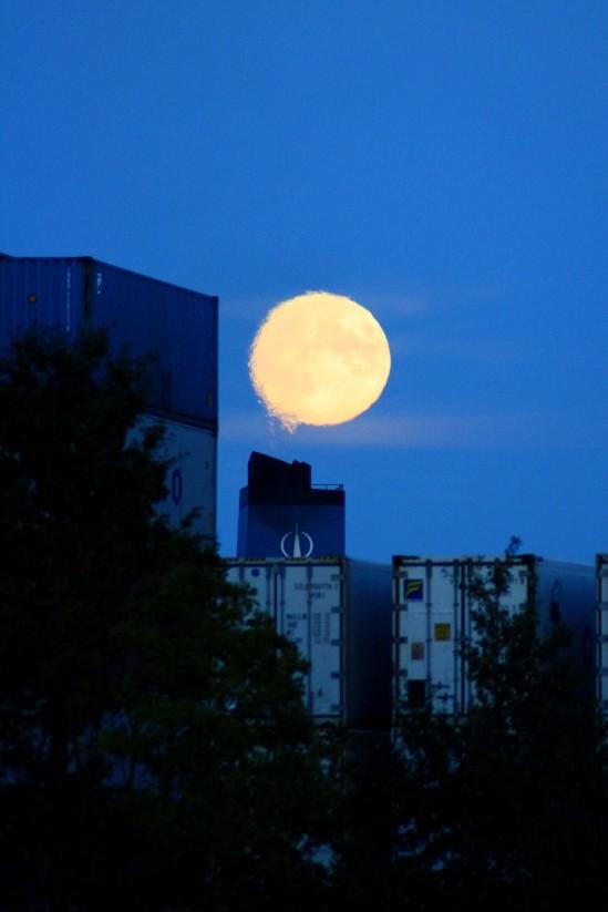 Mond über Hamburg1